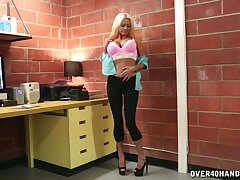 Busty mature Nikita James drops on her knees to suck a unstinting unearth