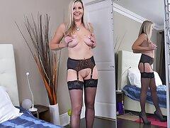 Disingenuous mature Velvet Skye roughly stockings pleasures her juicy pussy
