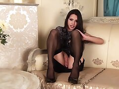 Chelsea French has got legs be advantageous to days and that hot MILF loves masturbating