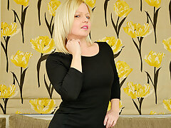 This Steamy Hot Mom Is Looking For A Date - MatureNL