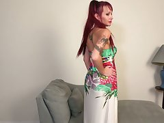 Red haired housewife Heather is toying the brush pierced unconvincing twat