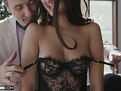 Lovable cosset with sexy bum Eliza Ibarra gives stud such a good ride in the first place top