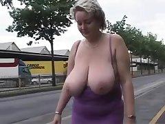 Housewife BIG BEAUTIFUL WOMEN with Big Juggs