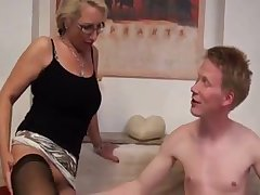 Deutsch milf just loves it when she gets to a advanced relationship.