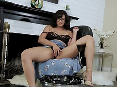 MILF almost insane curves, first time solo teaser at home