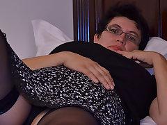 Sex-mad Houswife Gettin' All Naughty - MatureNL