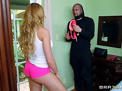 Pervy thief scores with startled pretty good bombshell Skyla Novea