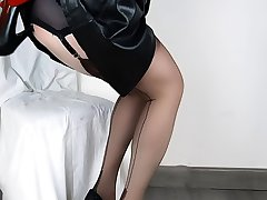 Lady Lulu Lovely Anal Shoe Fuck